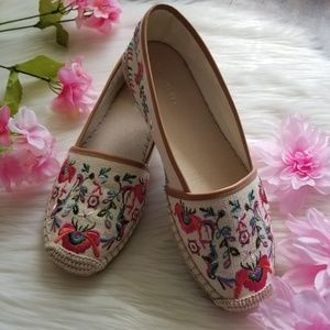 Gianni Bini Floral Canvas Flats New Without Box